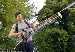 WADOO!!NEWEngineer builds 'world's most sophisticated machine gun water pistol' with 40ft firing range (PHOTOS)S: